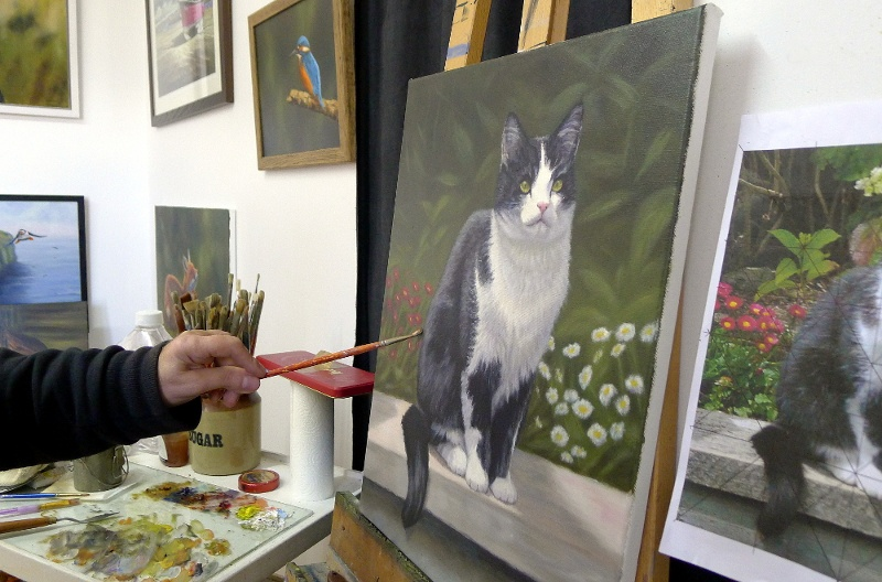 cat portrait on the easel