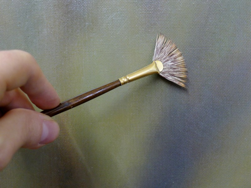 fan brush in use